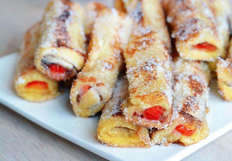 Rullet fransk toast med jordbær og nutella