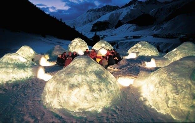 6. Overnat i igloer på iskappen