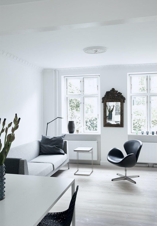 Stue med en Svanestol af Fritz Hansen