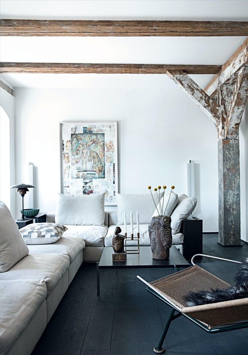 Moderne Flexform-sofa i dagligstuen