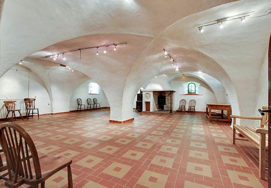 700 kvadratmeter kælder