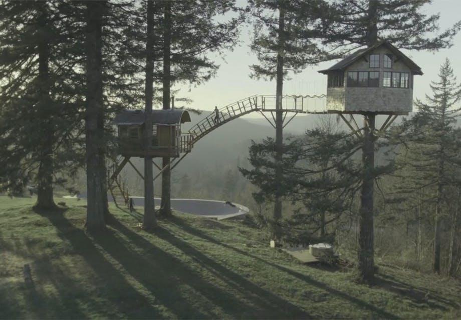 Træhytte og skaterbane