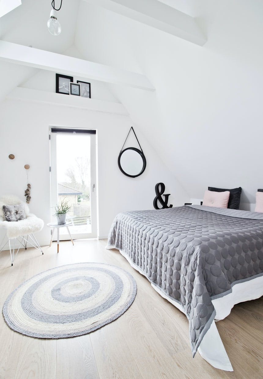 Soveværelse med udgang til en altan