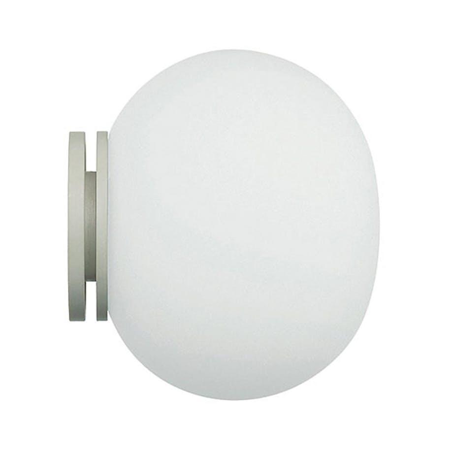 Væglampe over eller ved siden af spejlet