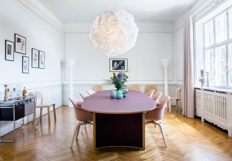 Ambassør bolig med schweizisk design og moderne indretning