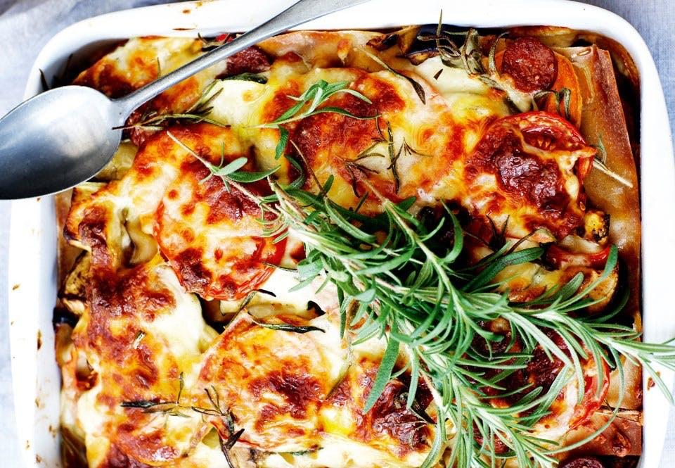 Lasagne med chorizo og masser af grønsager