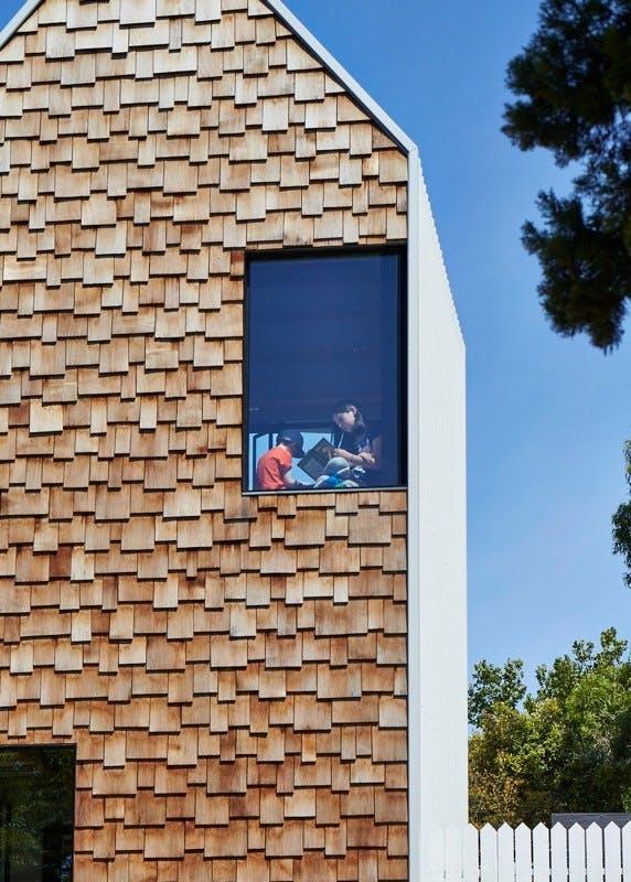 Australsk familiehus beklædt med skæl af træ
