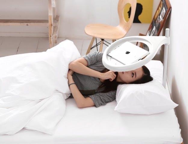 iPad-holderen til sengen