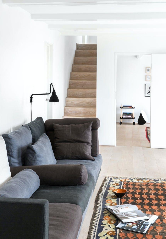 Smal og enkel trappe til 1. salen