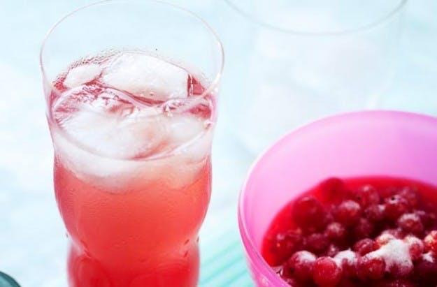 Sommercocktail med ribs og gin