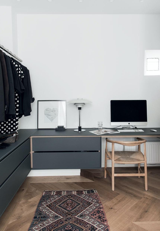 PP201 Wegner-stol på kontoret