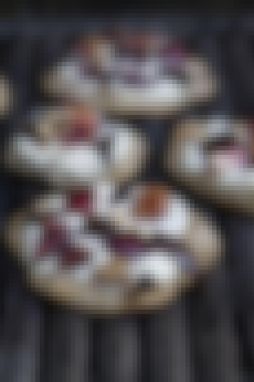 Kirsebærspizzaer med ricotta