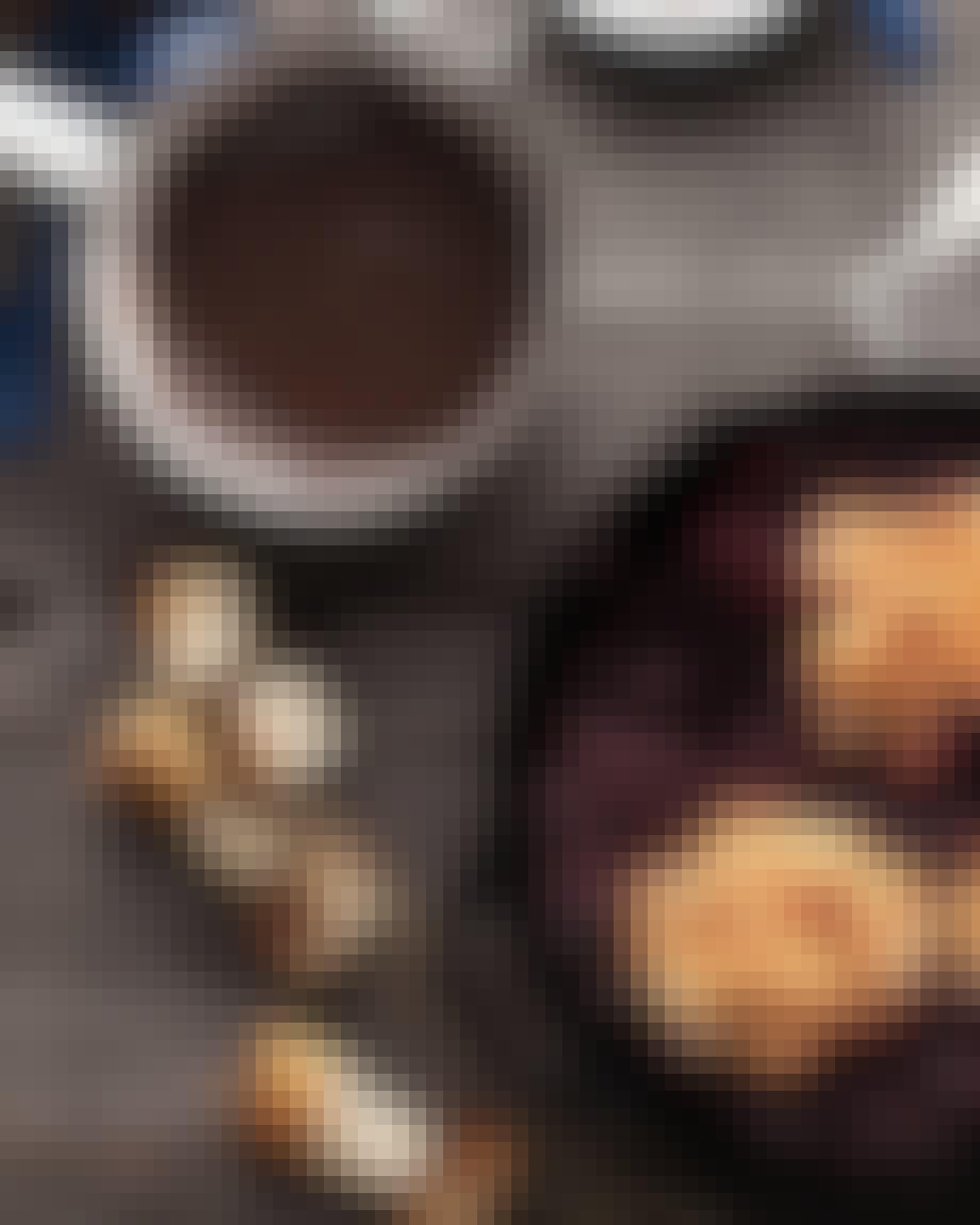Ristede skumfiduser  med banan og chokoladefondue