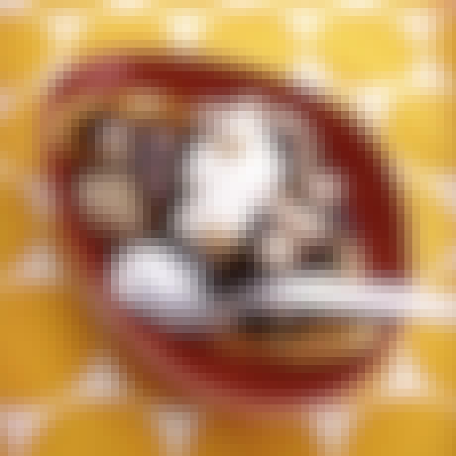 Klassisk bananasplit på grillen