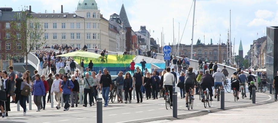 Folkeliv på Inderhavnsbroen
