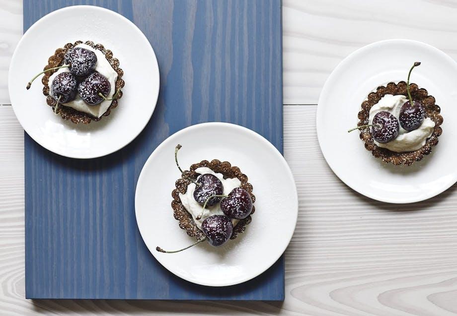 Minicheesecakes med kirsebær og mascarponecreme