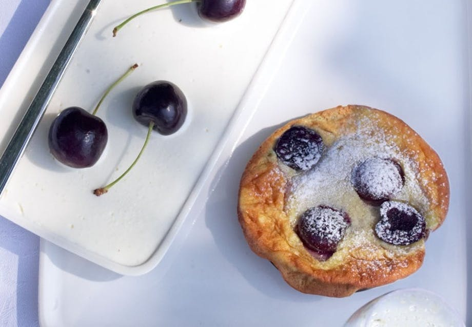 Små bagte kirsebærclafoutis