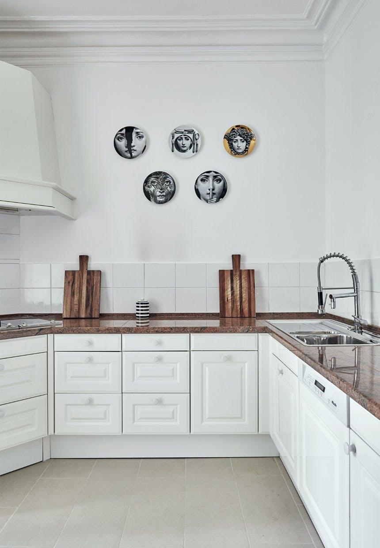 Lyst køkken med et let udtryk