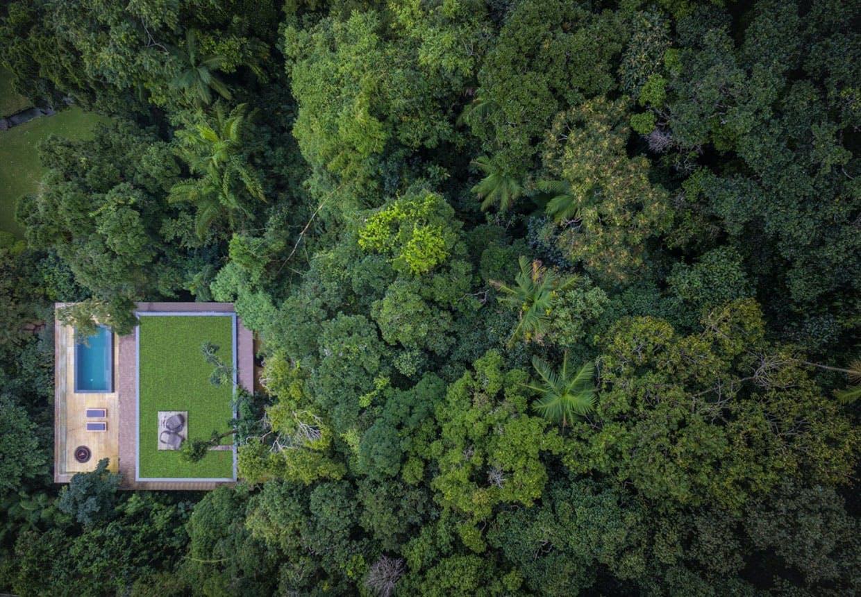 Brasiliansk modernistisk hus i regnskoven - Casa na Mata.