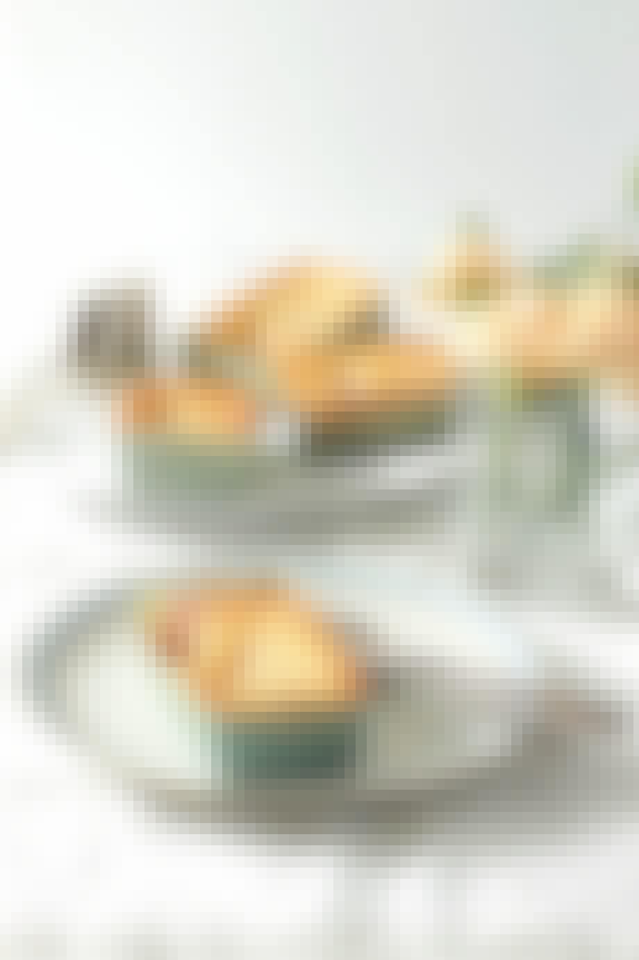 Små mazarinkager med stikkelsbær