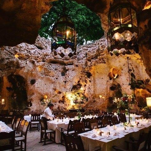Ali Barbour's Cave Restaurant i Diani Beach, Kenya