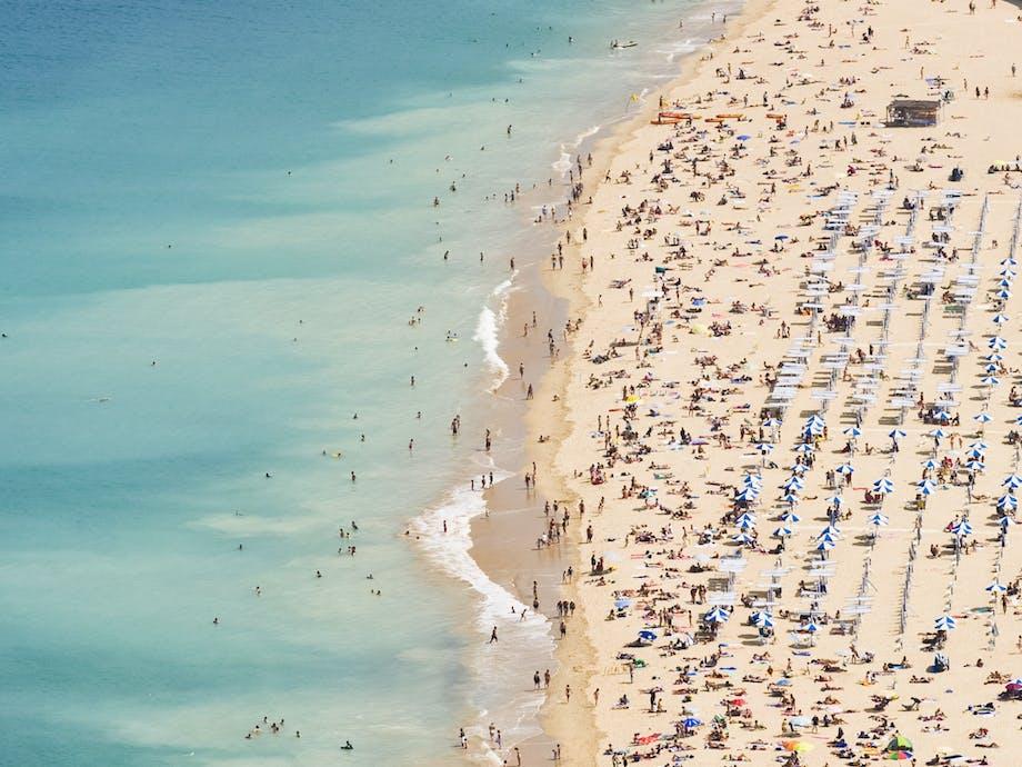 Ondarreta Beach i San Sebastian, Spanien