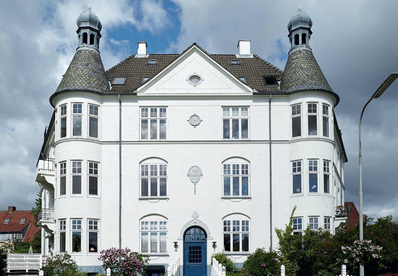 Stort hvidt hus på Frederiksberg