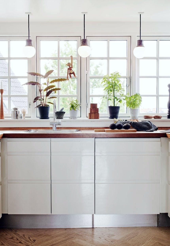 Lys køkken med udsigt over Frederiksberg