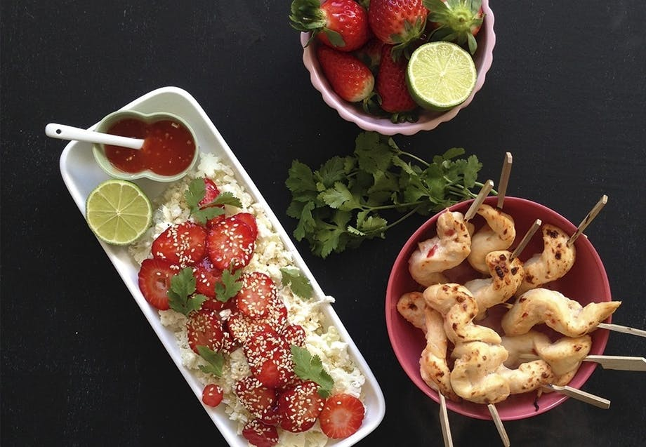 Salat med blomkål, chili og jordbær