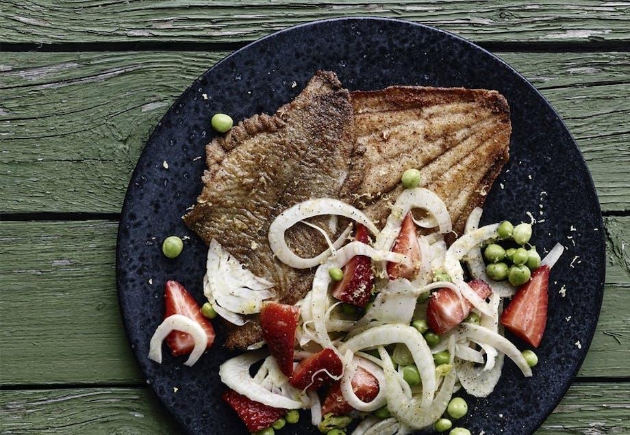 Panerede rødspætter med sprød salat