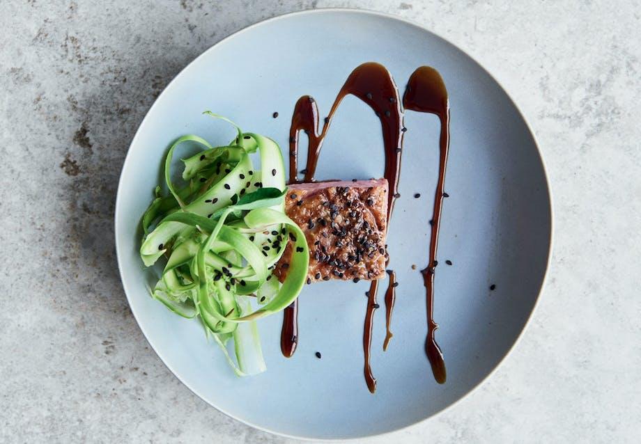 Andebryst med asparges og hoisinsauce