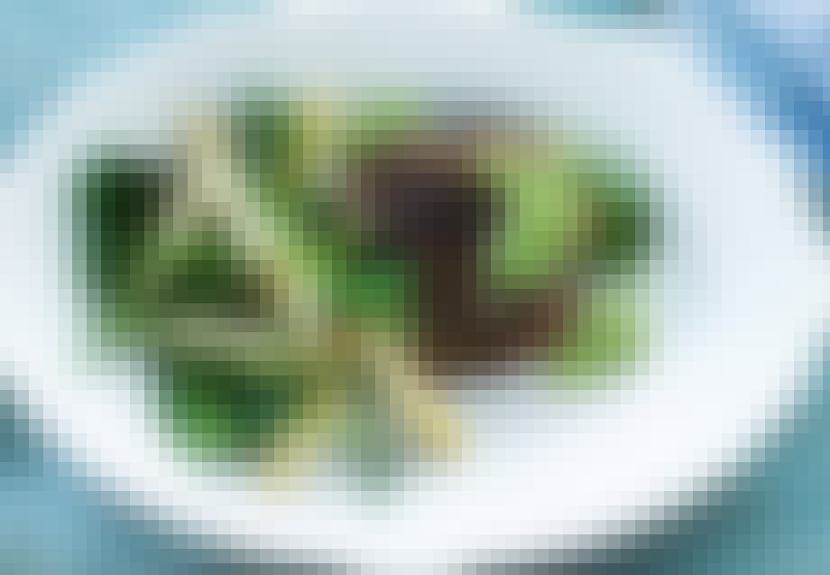 Grillstegt hakkebøf med smørristede asparges