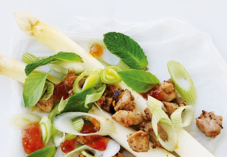 Vietnamesiske ruller med hvide asparges og svinekød