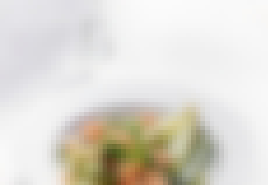 Flødekogte argurker og asparges med fjordrejer