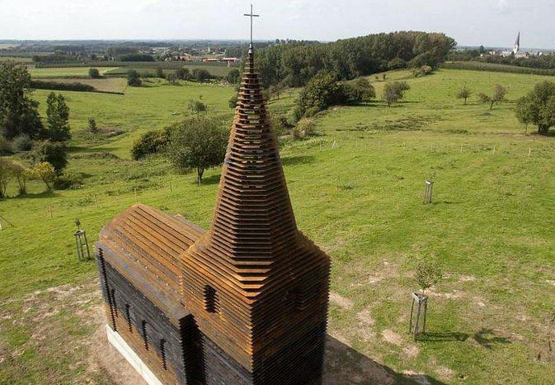 Gennemsigtig kirke i Borgloon i Belgien af tegnestuen Gijs Van Vaerenbergh.