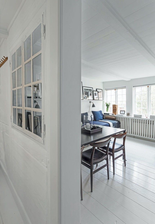 Halvvæg med gammelt vindue