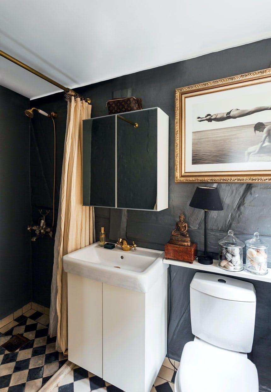 Badeværelse i dybblå farve fra Farrow & Ball
