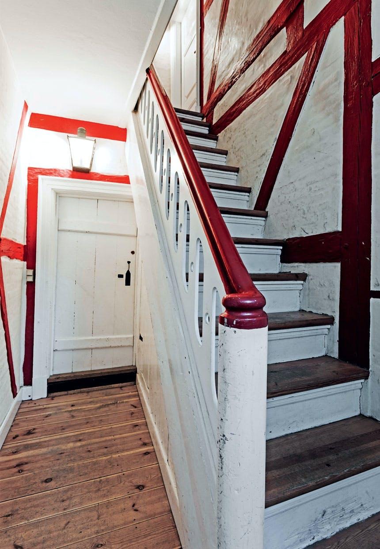 Trappeopgang i det røde bindingsværkhus