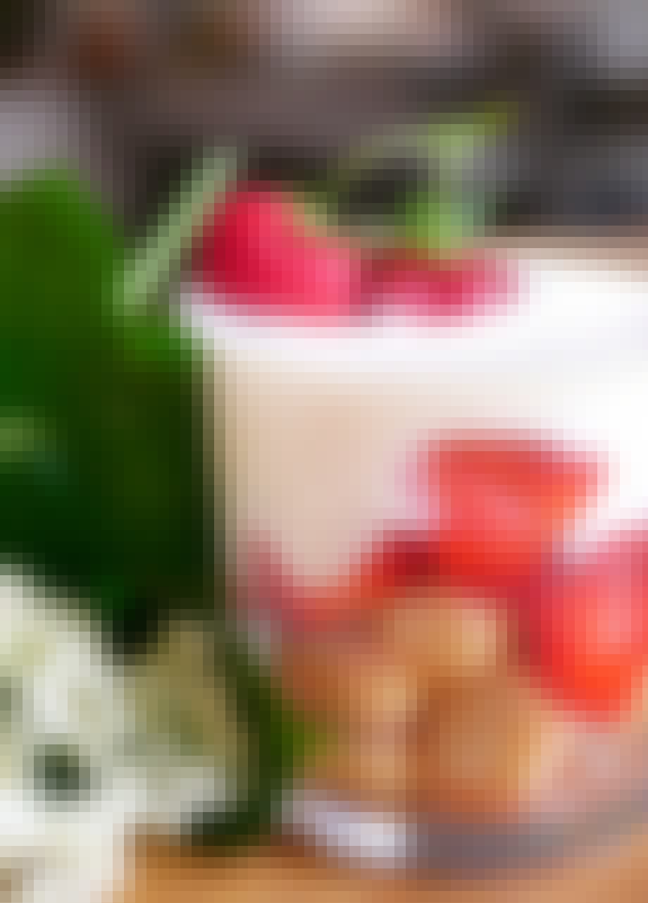 ... du finder 100 undskyldninger for at spise jordbærdessert