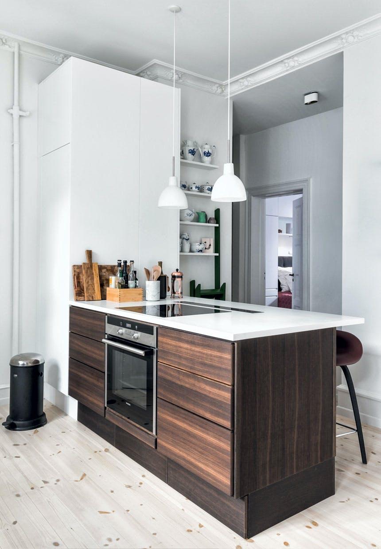Køkken med marmor, stentøj og træ
