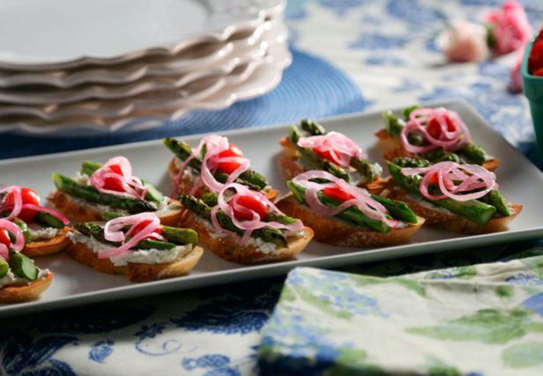 Toast med asparges og gedeost