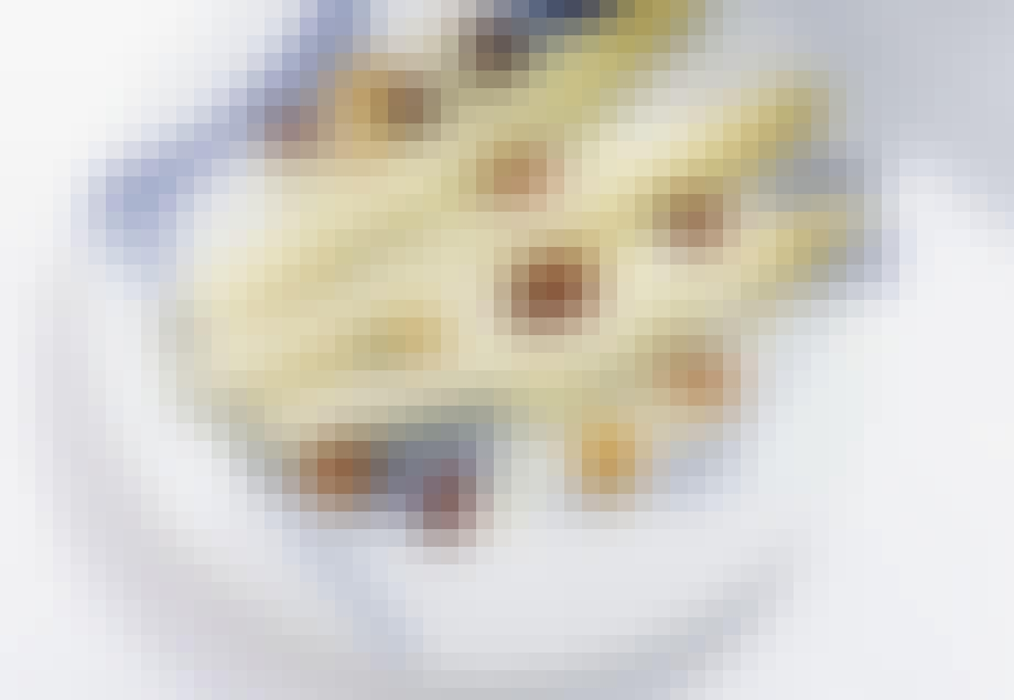 Smørbagte hvide asparges