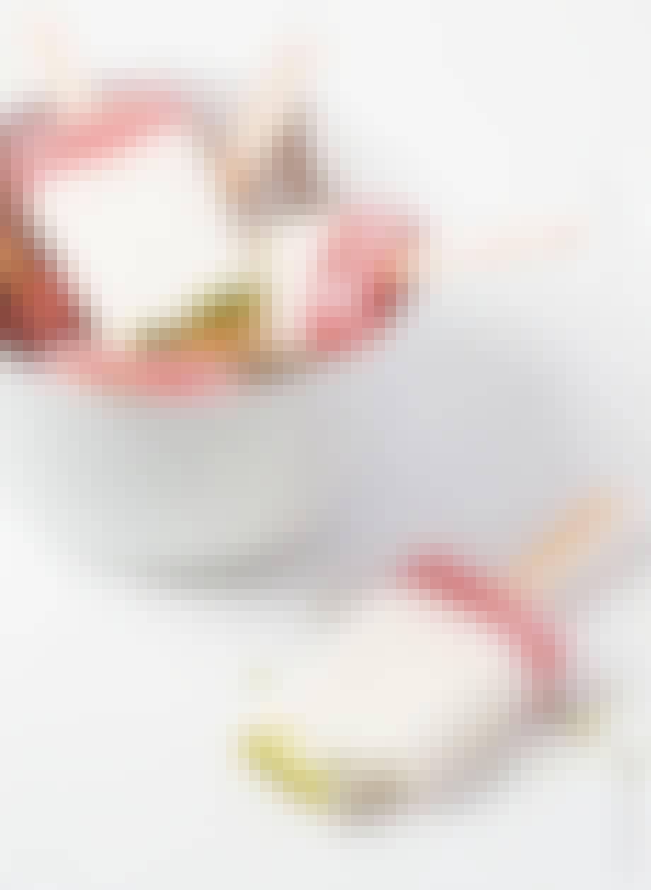 Rabarber-ispinde med pistacie-drys
