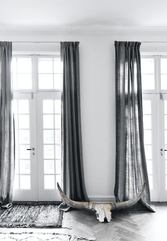 Gulvlange gardiner i hør