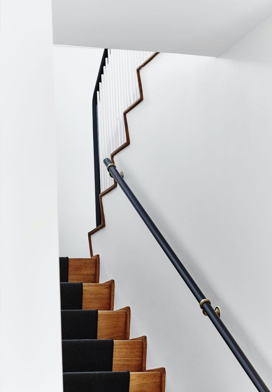 Let og elegant trappe