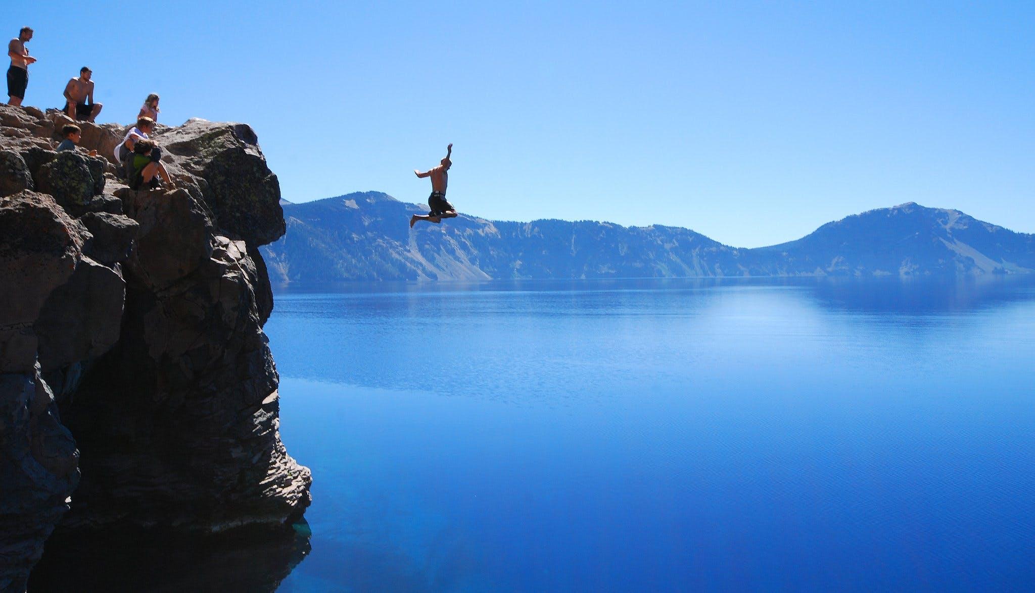 Prøv cliff diving fra høje klipper