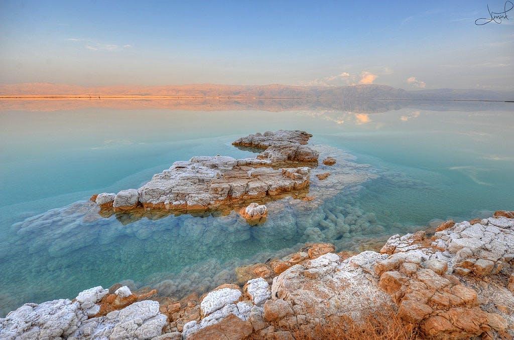 Flyd rundt i Det Døde Hav
