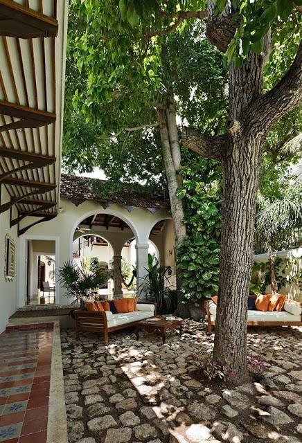 Olivengård med skøn terrasse