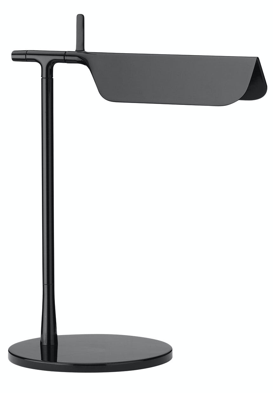 Bordlampe med stramt udtryk