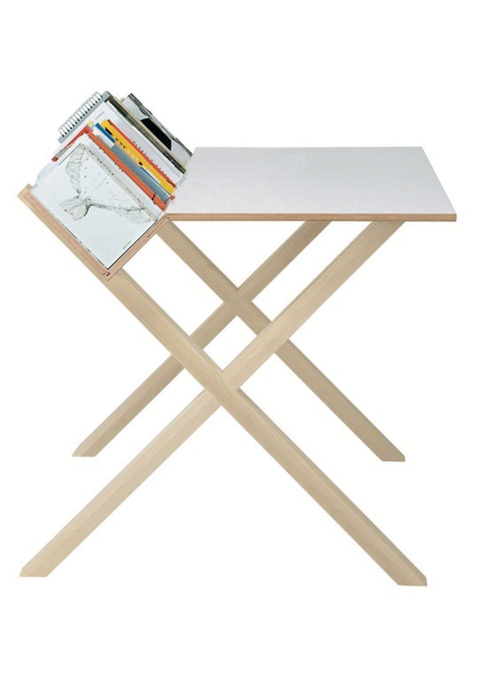 Skrivebord med bogbagkant